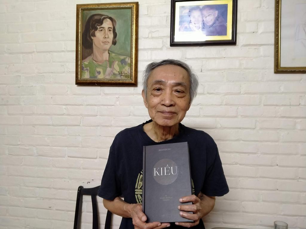 Gần 90 tuổi vẫn dịch Kiều